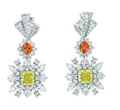 Plumetis Diamant Jaune Earrings. 750/1000 white gold, diamonds, yellow diamonds and spessartite garnets.