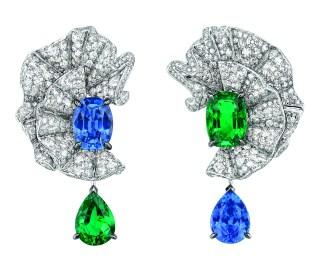Volant Emeraude Earrings. 750/1000 white gold, diamonds, sapphires and emeralds.