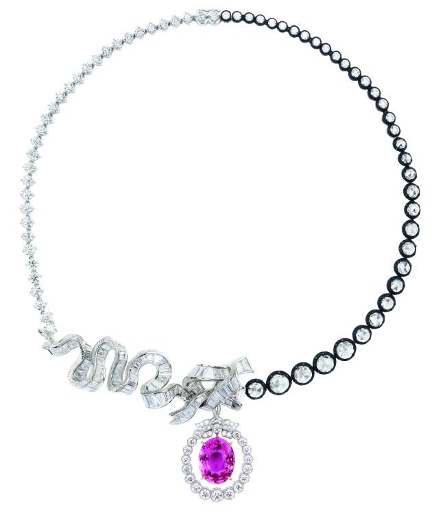 chambre-de-la-reine-necklace