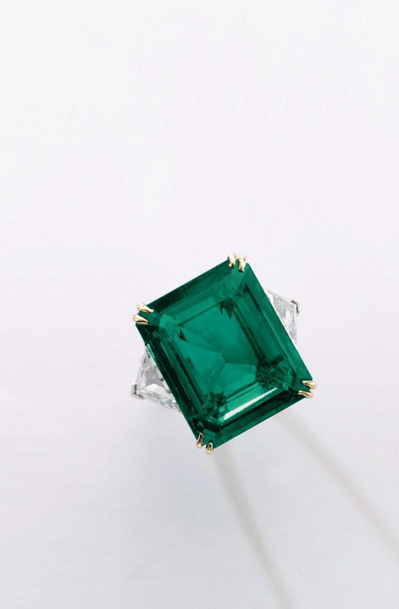 Lot 315- Emeral Ring Harry Winston 21.34 carats- Sotheby's Geneva 16 May 2017