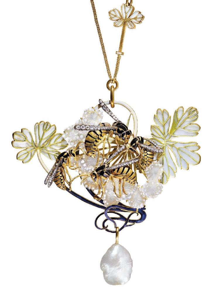 Wasp pendant Lalique front