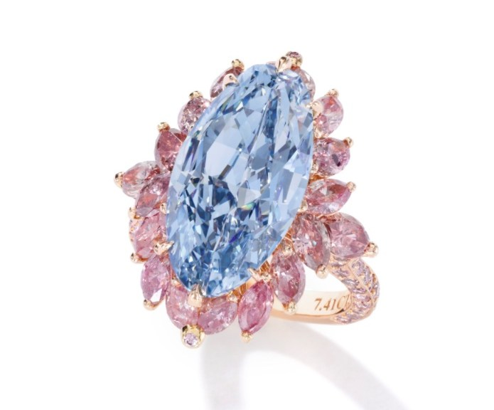 Moussaieff exceptional fancy vivid blue diamond ring