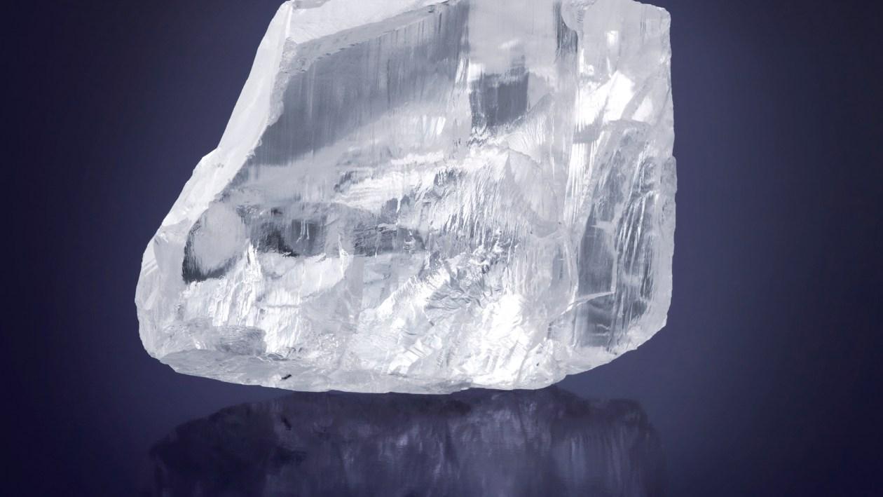 The 476 carat Meya Prosperity rough diamond ©Donald Woodrow