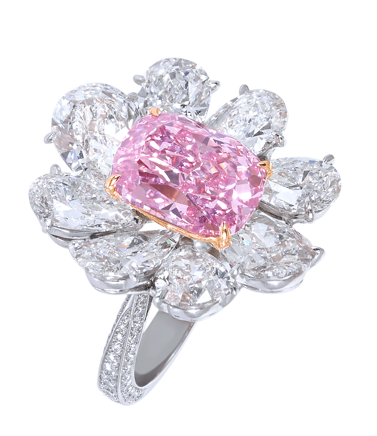 Moussaieff - Platinum ring with Natural Fancy Vivid pink diamond (5.70cts) and diamonds (11.17cts).