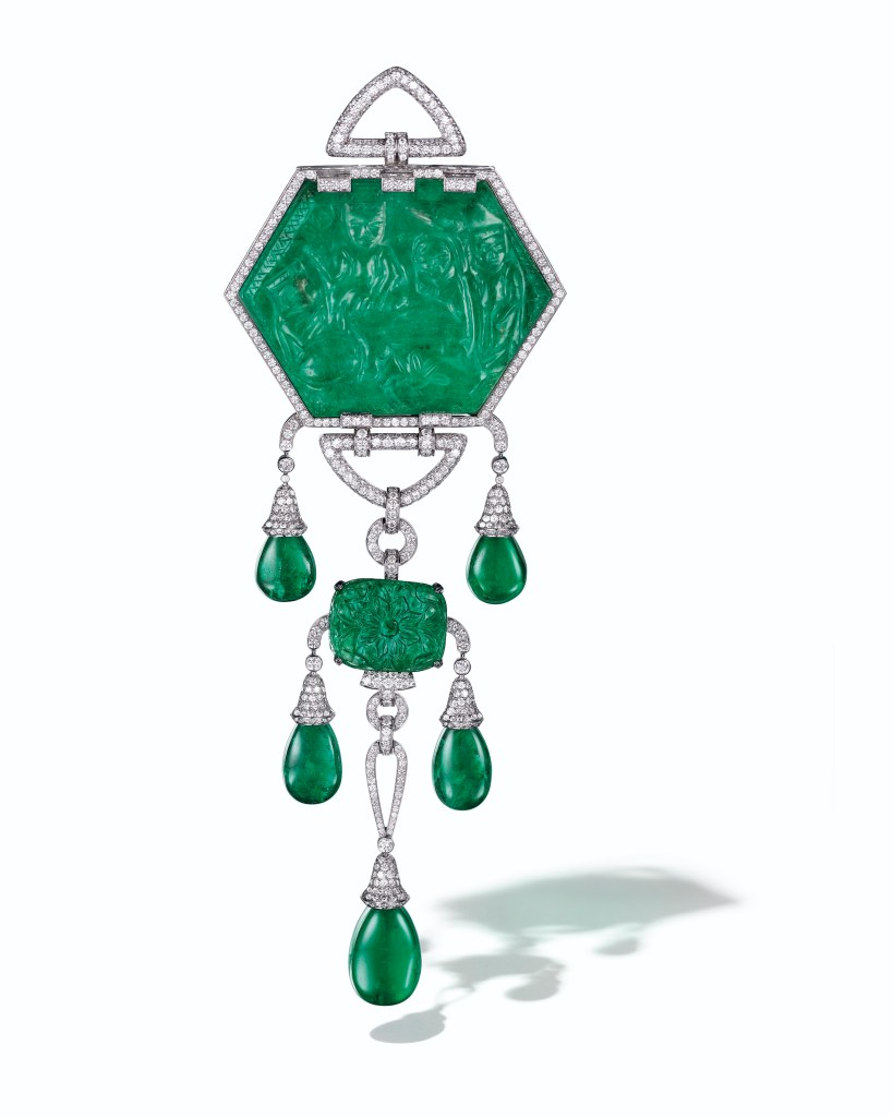 Lot-40_A-Carved-Emerald-with-interchangeable-mounting-Cartier