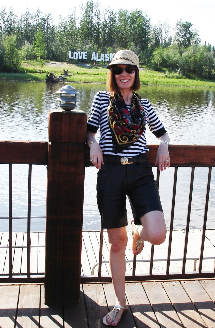 #leatherlady style blogger Nicole in leather shorts on straw baseball hat at the river
