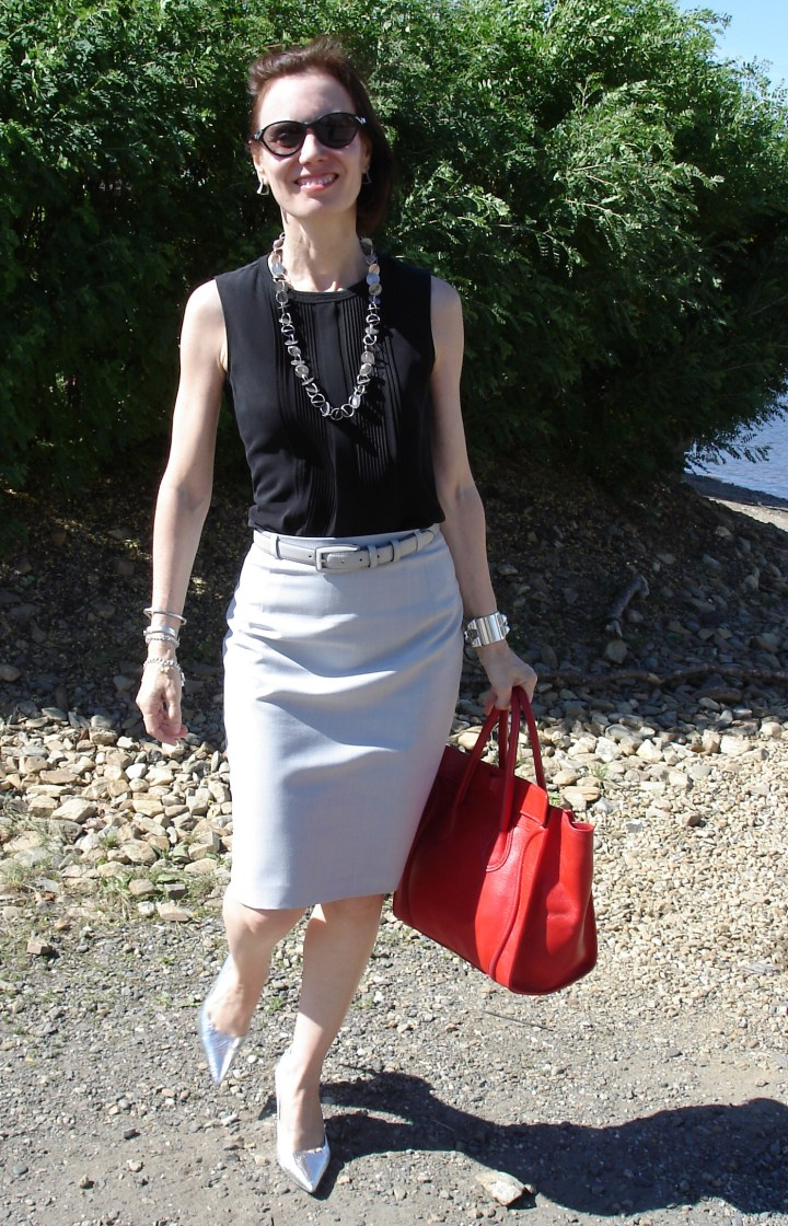 #fashionover40 summer work outfit to stay cool on muggy days