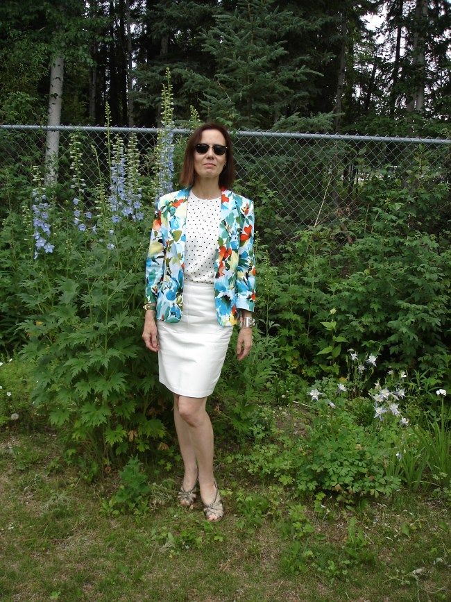 #fashionover40 mature woman with a floral blazer