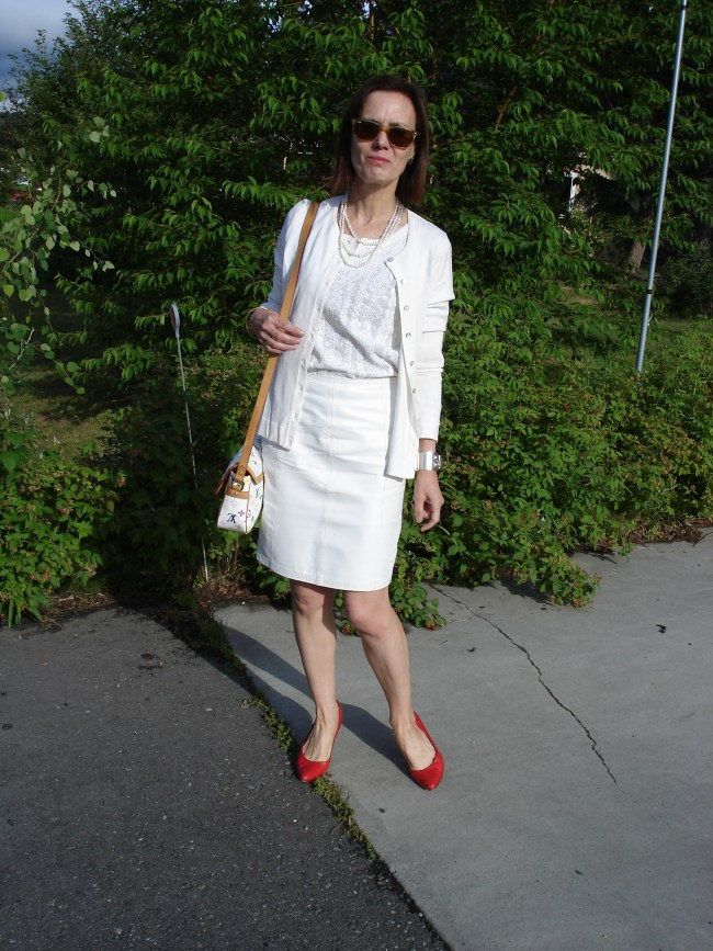 older woman in white summer office look with separates