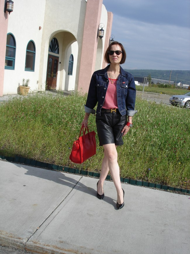#over40 Weekend look with leather shorts | High Latitude Style | http://www.highlatitudestyle.com