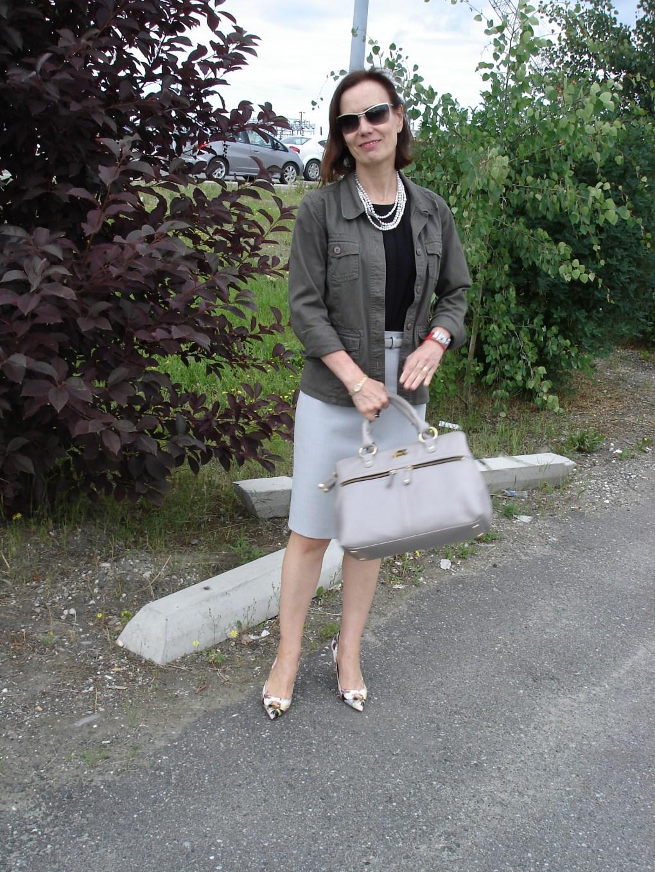 #fashionover50 woman in pencil skirt and safari jacket