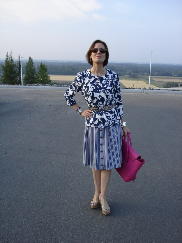 fashion over 40 woman look great in global trend clothes