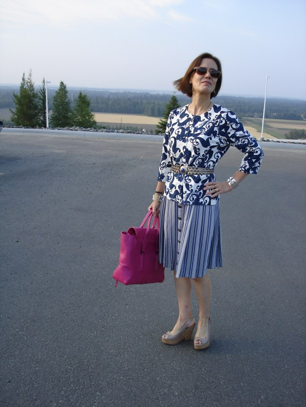 fashion blogger over 40 in a Dirndl styled for work