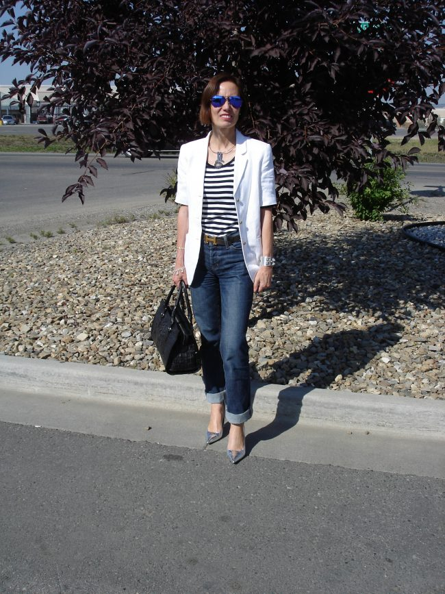 influencer in distressed jeans, white blazer striped top, pumps