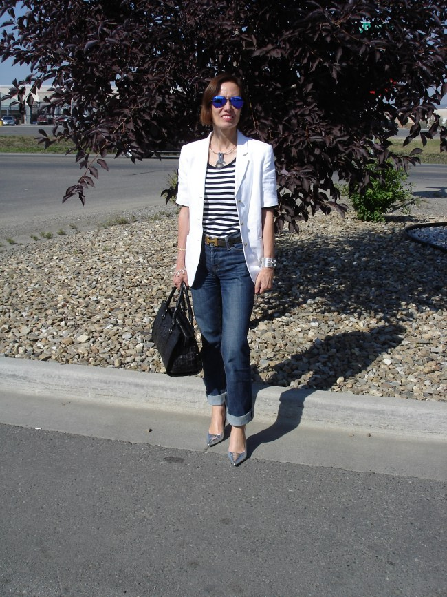 #styleover40 Short-sleeve blazer with pants and stripes for work