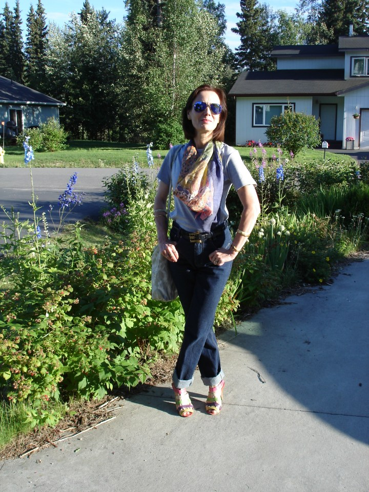 mature blogger in cute up-dress of jeans and tee for a BBQ in the park