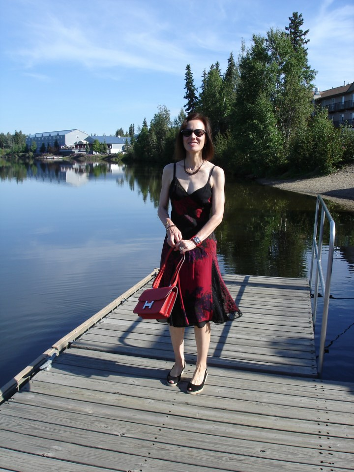 #styleover40 woman in sun dress for a picnic on a hot summer day at the lake