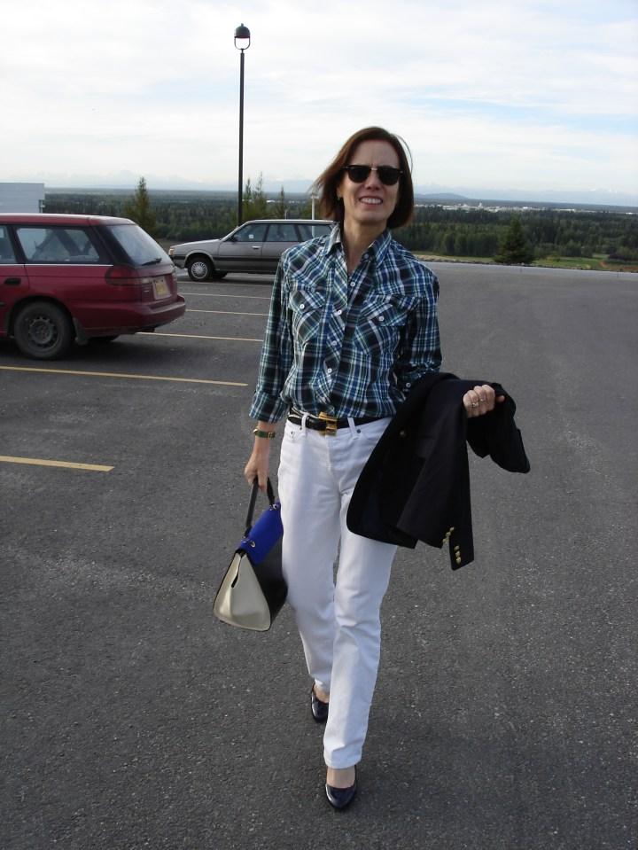 #menswearover40 midlife woman in white boyfriend jeans