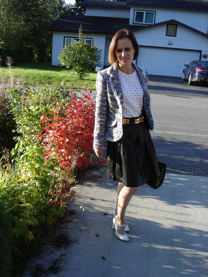 #fashionover40 spring trend black and white outfit for work