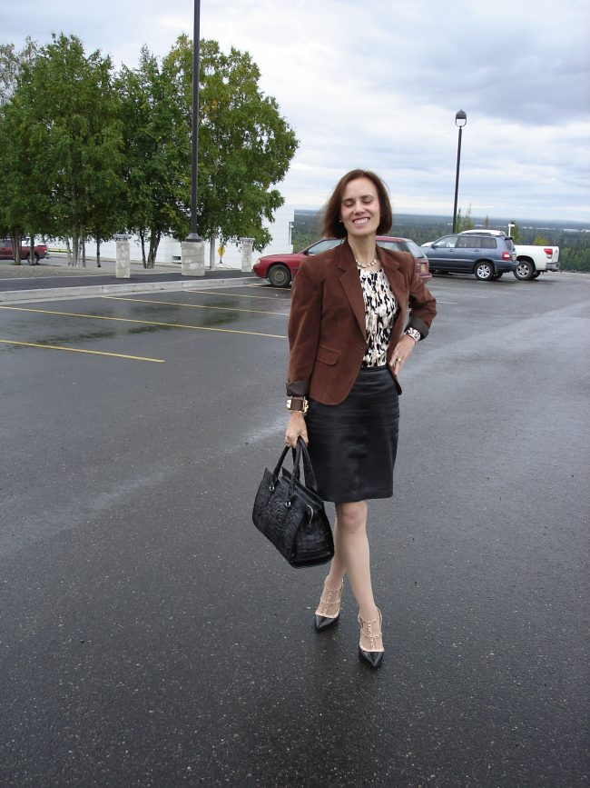 stylist in work outfit with black and brown