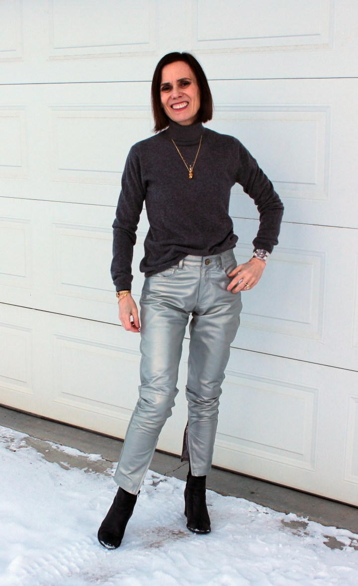 fashion bloger ine silver gray and black winter outfit