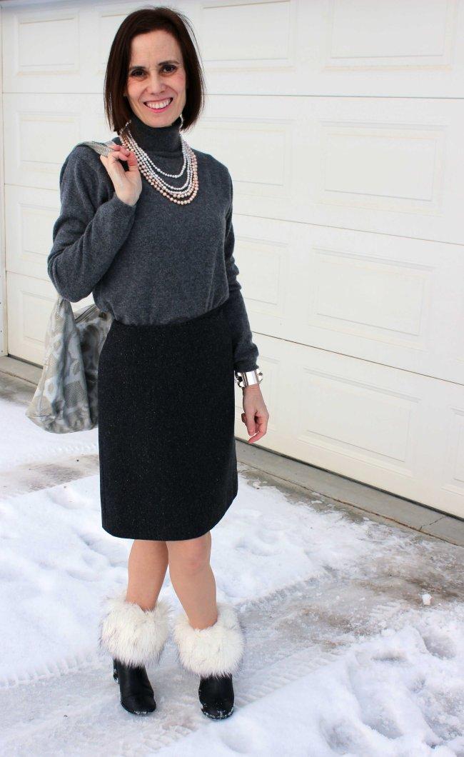 Modern office look for mature women in winter