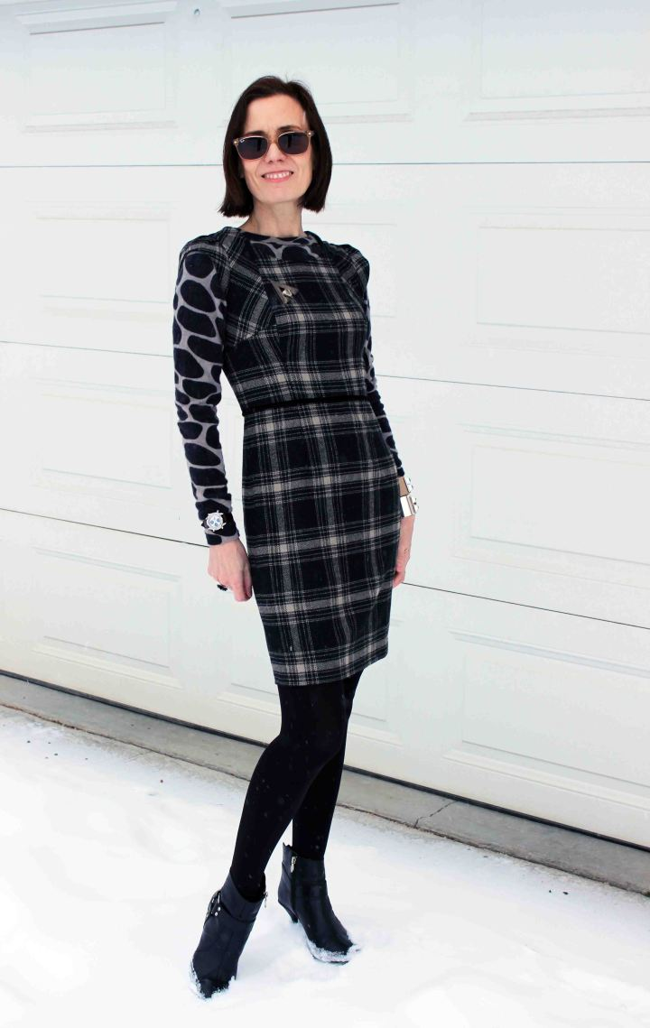 #fashionover50 woman in black and gray outfit mixing giraffe print with plaid