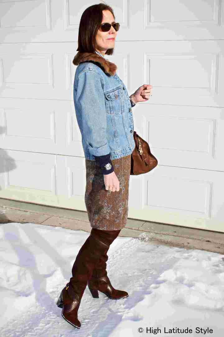 #maturestyle woman in denim and tweed work look in brown and blue