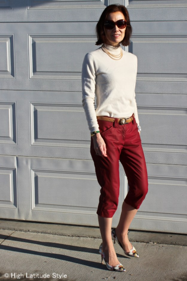 fashion blogger in American Classic Jackie Kennedy inspired outfit with the cropped pants trend