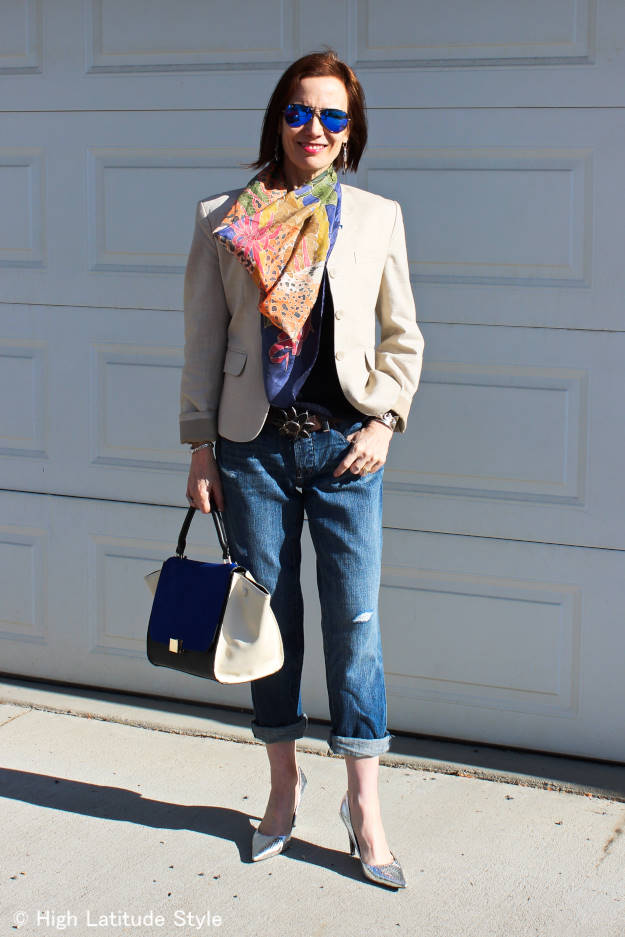 fashion blogger in blazer with statement Bag, jeans, Silk Scarf and silver snake Pumps