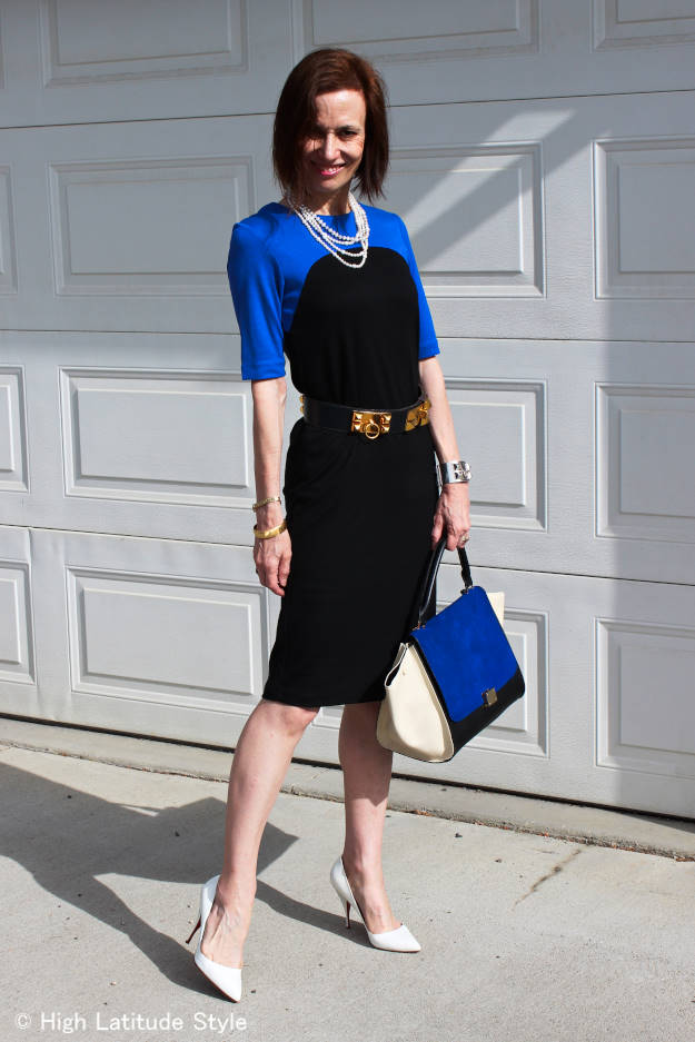 #midlifefashion woman looking chic in a Ronen Chen jersey dress