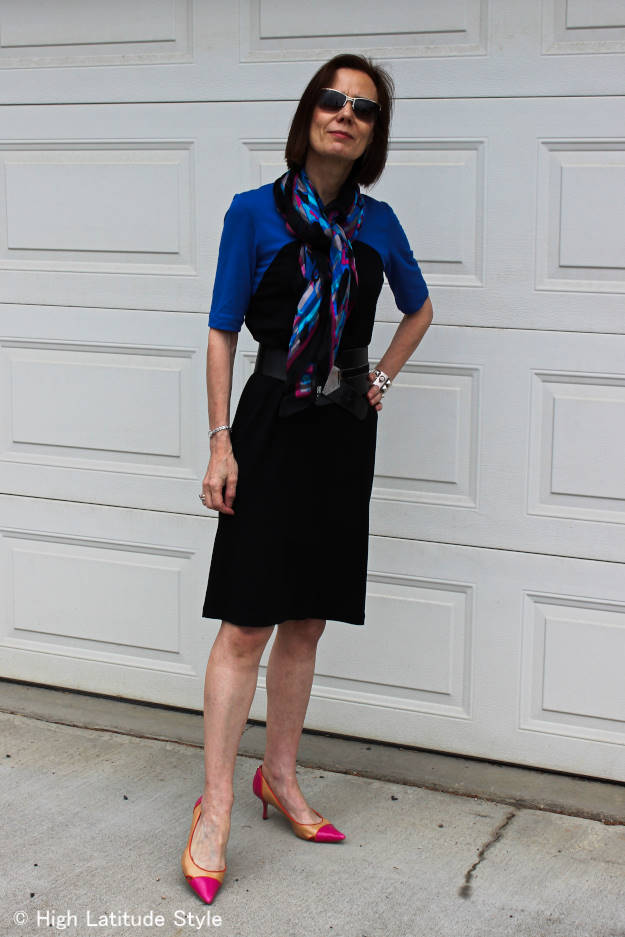 over 50 years old blogger wearing a black and blue jersey dress from Ronen Chen
