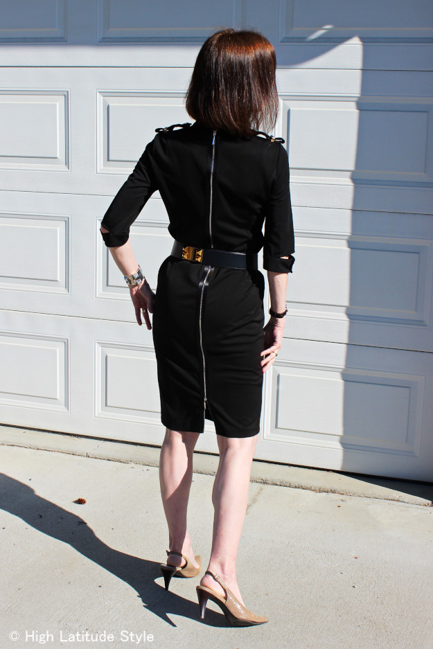 #fashionover50 woman wearing Victoria Victoria Beckham clothes and a collier de chien belt