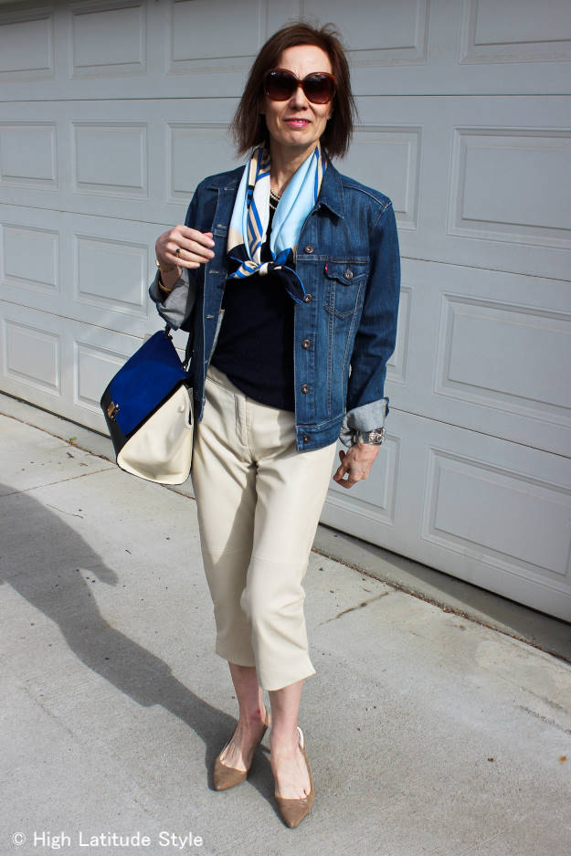 fashion blogger in casual summer look