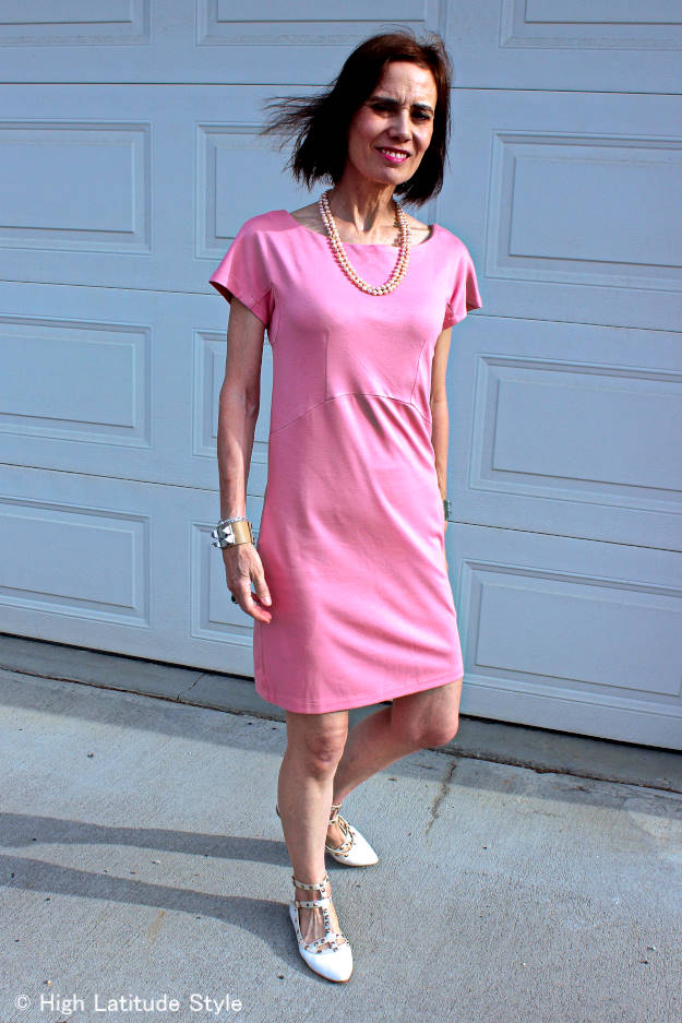 #midlifefashion woman looking posh chic in baby-pink jersey dress