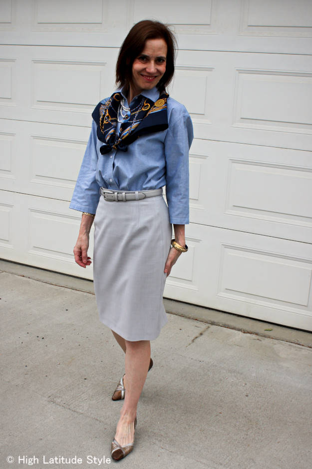 #maturefashion style blogger Nicole presenting a stylish, non-boring corporate work outfit
