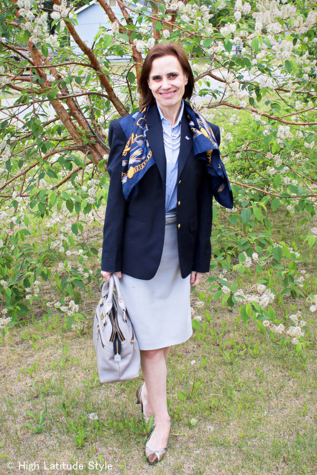fashion blogger donning a corporate work outfit with blazer in a modern way