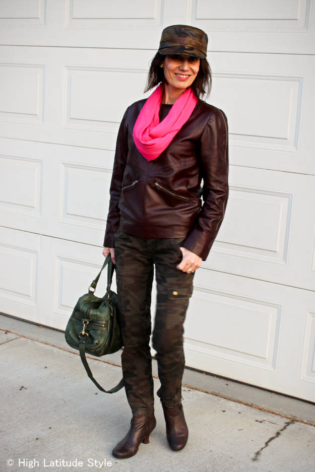 woman in travel outfit wearing a SHOLDIT infinity scarf that doubles as purse