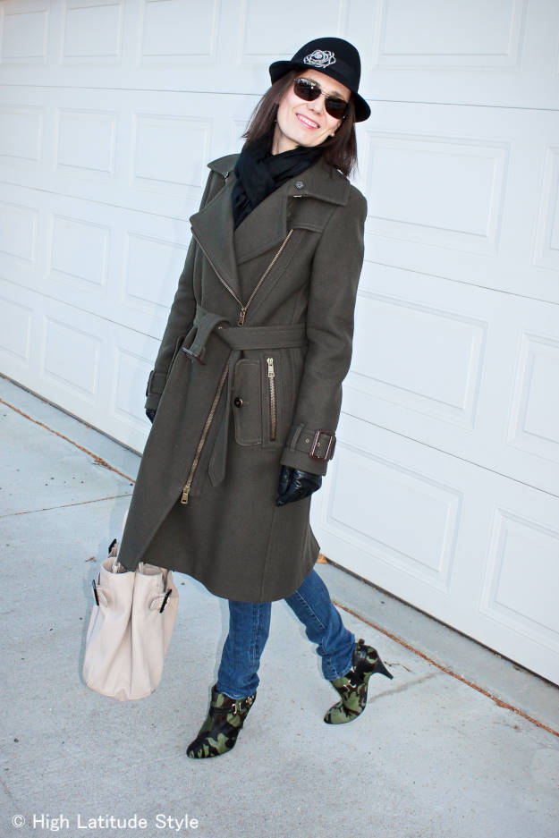 #maturestyle woman in skinnies and trench coat
