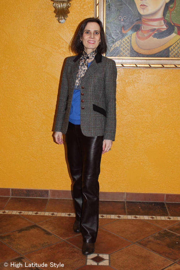 #over40fashion #midlifefashion menswear inspired outfit with blazer for work