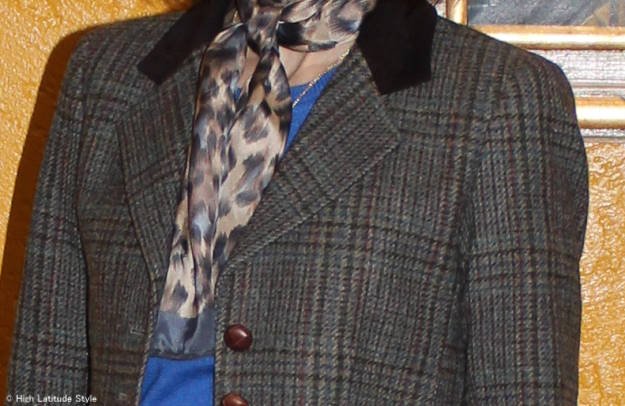 Mixing pattern over 40 Printed scarf and plaid