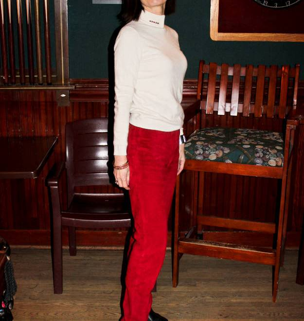 #over40fashion woman wearing a holiday inspired brunch outfit