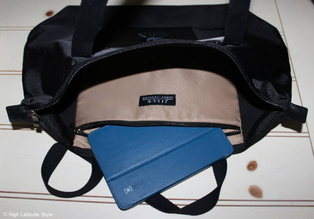 Jill.E tablet tote detail view of tablet pocket for review