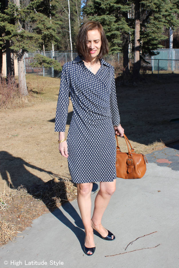 #midlifestyle woman in Samantha Brown travel wrap dress