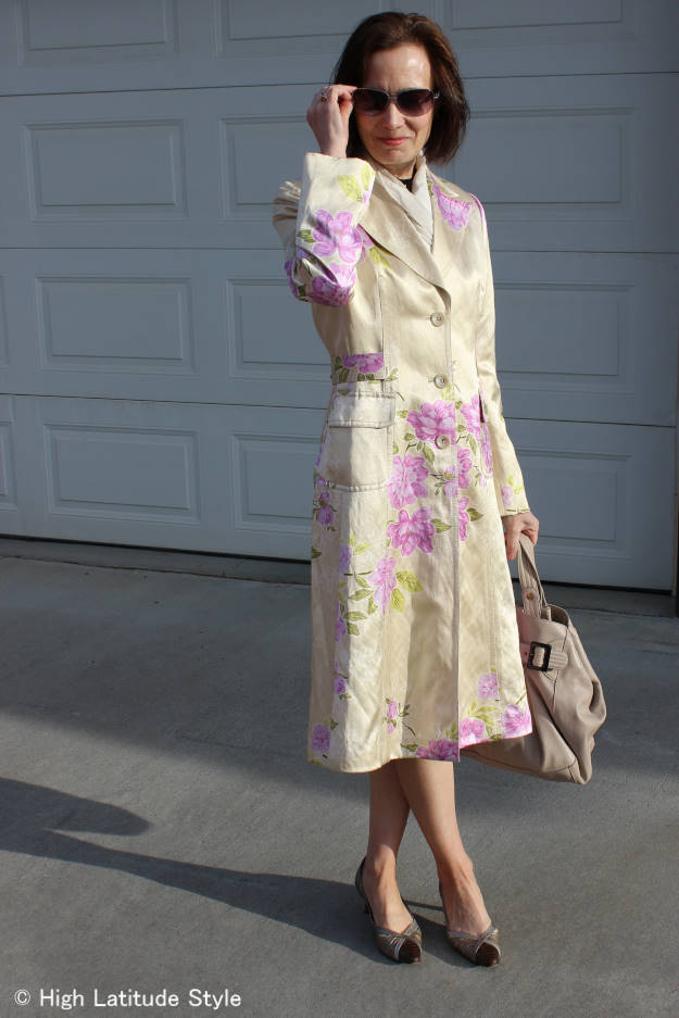 #weddingfashion over 50 years old nuptial ceremony guest with silk floral coat to stay warm in the late afternoon