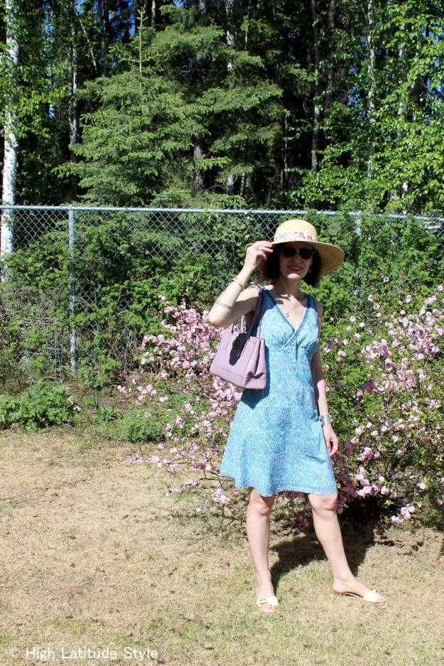 midlife style blogger in posh casual picnic outfit with hat and sunglasses