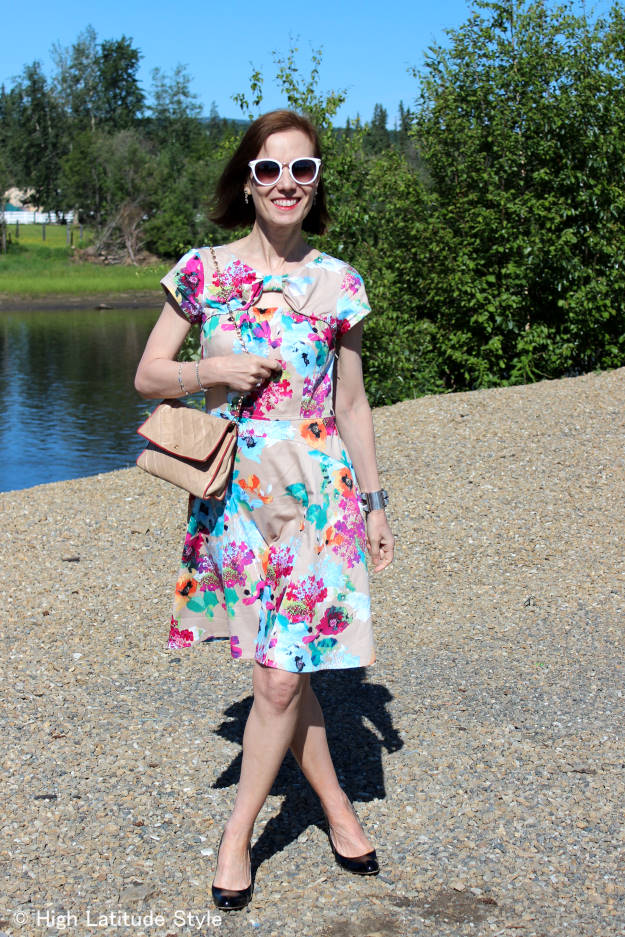 #maturestyle woman in floral print dress