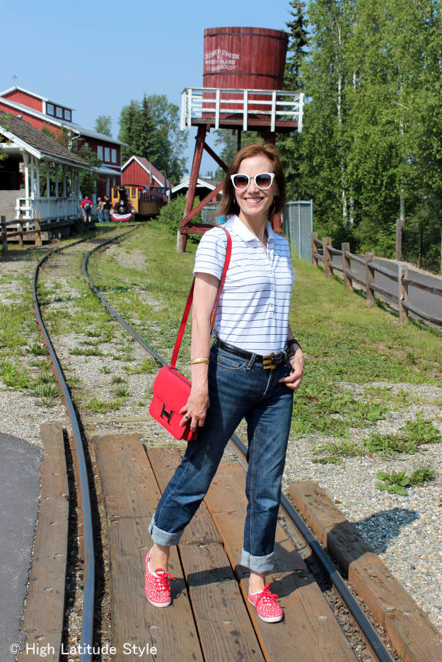 #fashionover40 lady over 40 in posh casual outfit in patriotic colors
