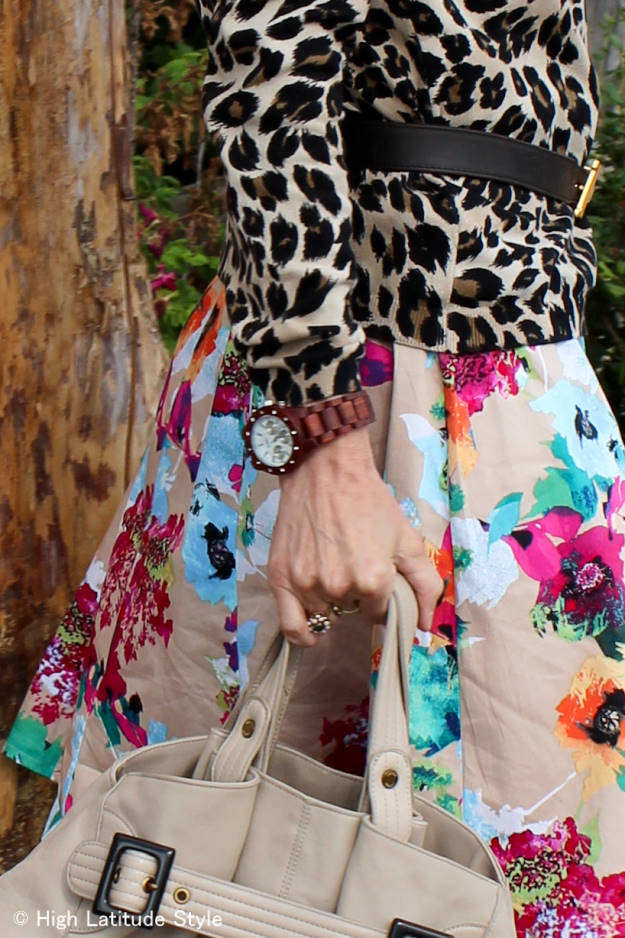mature blogger with leopard and floral prints