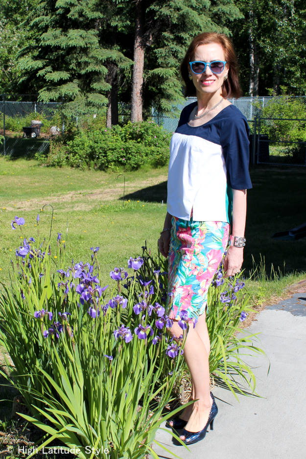 mature summer look with flower print skirt